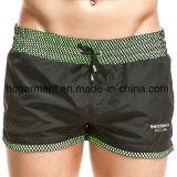 Il tessuto del poliestere si imbarca sugli Shorts, Shorts della spiaggia di colore solido dell'uomo