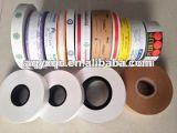 La oferta imprimió su insignia en la base de papel de cinta de papel