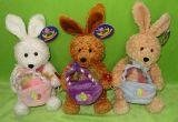 プラシ天及び詰められたおもちゃ- 3色のウサギ