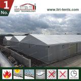 Grande armazém para a venda com a extensão desobstruída para a barraca do armazenamento