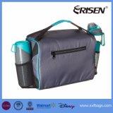 O grande bolso dianteiro carreg o saco isolado do almoço da cinta de ombro do punho