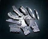 Metallo professionale che timbra con il documento tecnologico