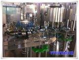 Mineralisiertes Wasser, das Monobloc Maschine füllt