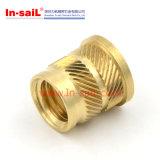 Porcas de bronze pequenas especialmente projetadas da inserção para o plástico