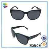 Le modèle polarisé folâtre des lunettes de soleil de mode pour les femmes UV400