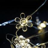 Luz feericamente da corda de cobre Shaped morna da flor branca para a decoração do feriado