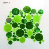 居間のBacksplashの壁の円形のガラス緑のモザイク・タイル