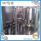 Mineralwasser-abfüllende Plastikzeile