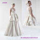 Tiefer v-Stutzen-mehrschichtiges Hochzeits-Kleid mit dem herrlichen Bördeln