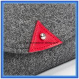 La fábrica hace el pequeño bolso de mano ocasional sentido las lanas del almacenaje, bolso cosmético de la dimensión de una variable del sobre del regalo de la promoción con el botón