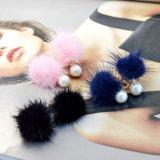 8つのカラー毛皮POM Pomsの球の真珠の耳の袖口のイヤリング