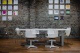 Mesa de reuniones moderna de la oficina del vector de conferencia
