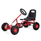 El pedal grande de los niños va pie de los cabritos de los juguetes de Kart que juega los coches del carro