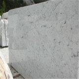 平板に大理石模様をつけるカラーラの白い磨かれた