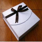 백색 마분지 2 조각 구두 상자