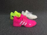 熱い方法女性のスニーカーの靴