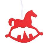 Ornamento de suspensão de madeira do cavalo de balanço do Natal no estoque S/8