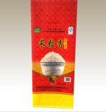 PPによって編まれる袋を包む米