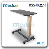 Tabela de jantar de madeira ajustável da mola de gás da Sobre-Base do hospital para o uso médico