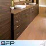 A vaidade grande do banheiro de Vinly do estilo americano com a despensa para o projeto personalizou