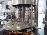Máquina tampando de enchimento de lavagem do suco