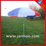 O anúncio ao ar livre feito sob encomenda estala acima o guarda-chuva de praia portátil de Sun