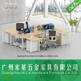 Form-Metallfuß mit hölzernem Spitzenbüro-Schreibtisch für 4 Leute