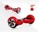電気スクーターのバランスをとっている6.5inch 2車輪の自己