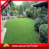 가정 호텔을 정원사 노릇을 하는 정원을%s 인공적인 잔디 인공적인 뗏장
