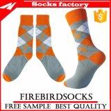 Kundenspezifischer Baumwollgroßverkaufglückliche bunte Mens-Kleid-Socken mit Qualität