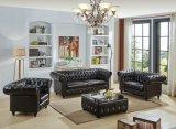 Sofá moderno de couro de Chesterfield da sala de visitas