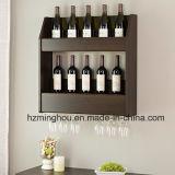 De houten Muur van het Rek van de Wijn zette De Houder van Flessenglas 4 & de Hangende Plank van de Staaf op