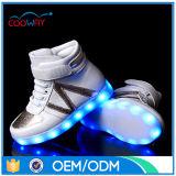 LEIDEN van de Tennisschoen van de kwaliteit Opvlammend Licht op de Schoenen van het Jonge geitje