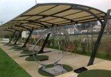 Neuer Entwurfs-Membranen-Autoparkplatz mit Stahlrahmen