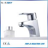 Robinet d'eau en laiton de bassin de salle de bains d'articles sanitaires