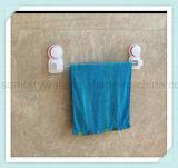 Mensola fissata al muro della stanza da bagno del bicromato di potassio con la guida di tovagliolo