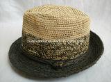 정밀한 라피아 야자는 라피아 야자 손에 의하여 제작된 중절모 밀짚 모자를 코바늘로 뜨개질했다