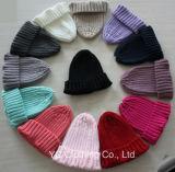 新式のかわいいウールの編む帽子の赤ん坊の帽子