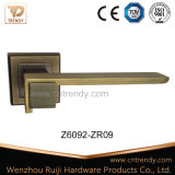 Ligne droite traitement de levier en alliage de zinc de porte sur Rose carrée (Z6092-ZR09)