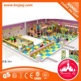 Weicher Spiel-Kugel-Pool-Kugel-Pool-Mähdrescher mit Plättchen scherzt Innenspielplatz-Gerät