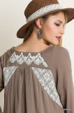 Lace Blouse Tunic Fashion Embroidered Topの上のモカTie