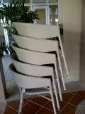ホテルのレストランの喫茶店棒のためにスタックする椅子を食事する屋外のレストランの家具のテラス