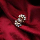 나이트 클럽 반원 디자인 결정 보석을%s 대중적인 박아 넣어진 모조 다이아몬드와 원석 열등한 계산서 여자의 반지