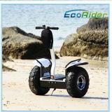 """Posição elétrica de 2 rodas acima do """"trotinette"""" para o mar ou a praia"""