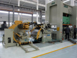 Redresseur automatique de machine avec le câble d'alimentation servo d'OR et Uncoiler faisant des pièces de véhicule
