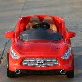 طفلة [رك] بطّاريّة يشغل لعبة سيّارة