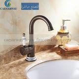 Singolo rubinetto della cucina dell'oggetto d'antiquariato della leva