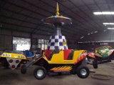 O Kiddie mecânico superior do parque de diversões dos passeios monta a máquina para o campo de jogos