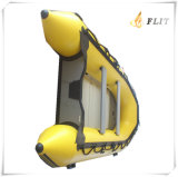 船外モーターを搭載する膨脹可能なボート