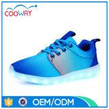 La manera del color del gradiente se divierte los zapatos unisex de los deportes de la zapatilla de deporte LED